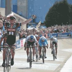 Refonte de la signalétique d'un lieu mythique, le vélodrome de Roubaix